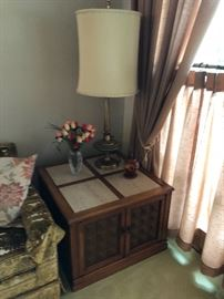 Vintage Hollywood Recency end table w/marble inserts, Vintage Rembrandt lamps