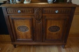 Quarter-sawn Oak Antique Vitrine