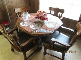 Kitchen/poker table & 4 chairs