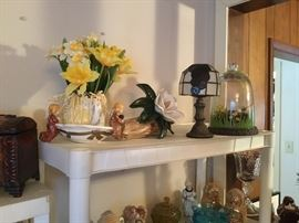 Lamps, flowers, collectibles