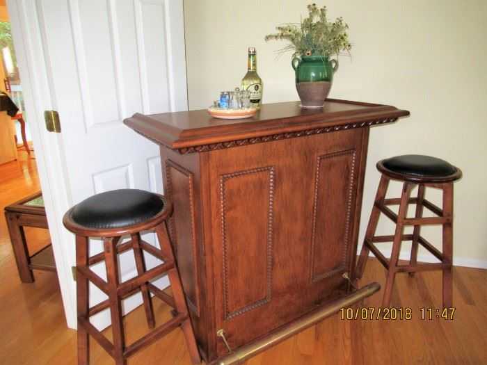 FRONT OF BAR WITH 2 MATCHING STOOLS
