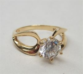 14k yellow gold ring with 7mm (2.14ct) CZ. 7 3/4. Weight 3.9 grams