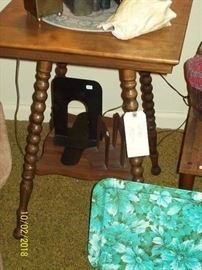 Nice Twist Antique Side Table