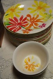 DINNER PLATES AND SALAD BOWLS