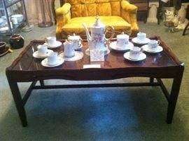 Beautiful Tea Set & Coffee Table