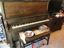 1930's Vintage Howard of Cincinnati - Chicago Upright Piano
