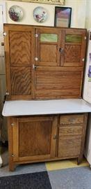 Hossier cabinet