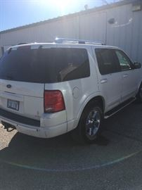 2004 Ford Explorer, V8, loaded, very nice!