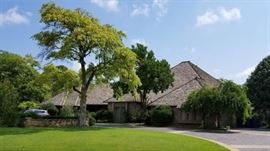 The Oak Tree home of the late Charles and Geneva Sarratt