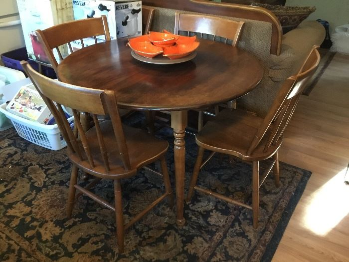 DINING TABLE W/2 LEAFS & 6 CHAIRS