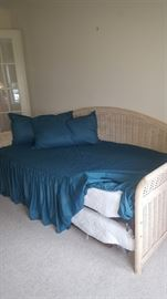 Wicker Daybed with Trundle included