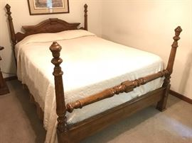 Very nice four poster vintage bed. Great look and beautiful wood. Full size.