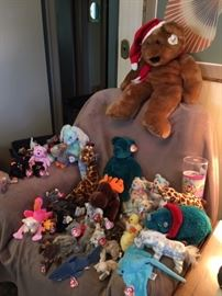 Yes....hundreds of Beanie babies.  There are some rare ones in the collection!