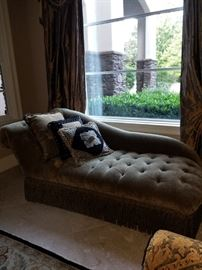 Amazing Lounge Settee/Chaise Lounge!  Like New Condition!