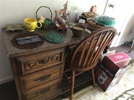Desk w/chair