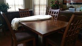 Dining Room Table and 6 Chair Set