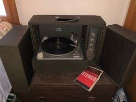 Magnavox Micromatic Portable Record Player Stereophonic Turntable