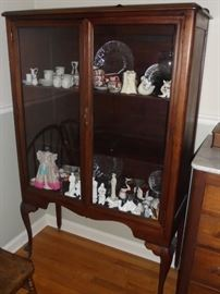Queen Anne style glass front curio cabinet w/wood castors