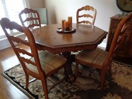 dining table w/4 chairs, leaves & pads