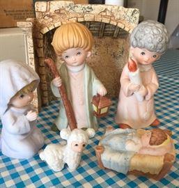 Vintage small nativity set.
