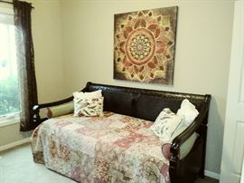 Fabulous day bed w/trundle