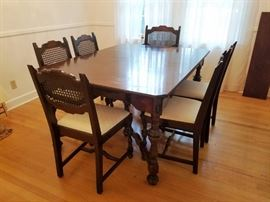 Cherry Dining Table w/Six Chairs: http://www.ctonlineauctions.com/detail.asp?id=760608