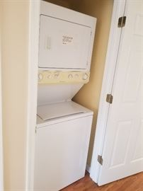 Stack washer/electric dryer