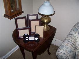 DROP-LEAF LAMP TABLES, FRAMES & BRASS LAMP