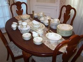 NORITAKE DINNER CHINA SET FOR 12, QUEEN ANNE-STYLE DINING TABLE/ LEAF/PADS/4 CHAIRS--ALL READY FOR THE HOLIDAYS!