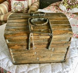 Neat wooden chest / picnic container