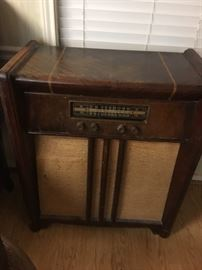 Antique radio, does turn on but no antenna hook up was $75 now $10