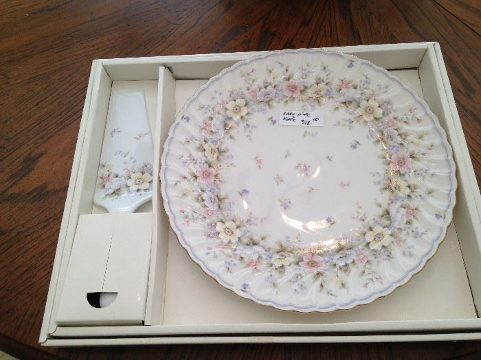 "Boxed dessert plate and server ""Grace Exceed Bon"" by Andrea"