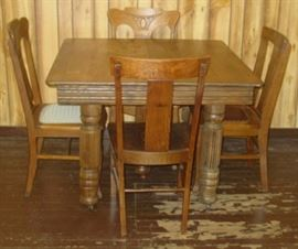 Oak 5 Leg Dining Table w/4 Chairs