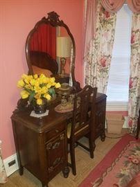 Vanity w/mirror & chair