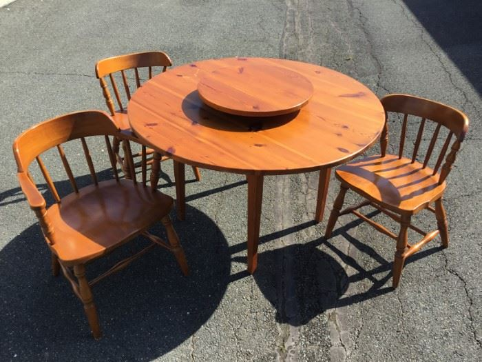 Table and Chair Set https://ctbids.com/#!/description/share/53163
