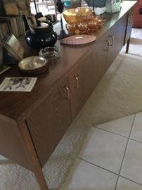 Very, very nice cabinet.
