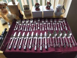 Large set Silver-plate flatware - Wm. Rogers International Silverplate