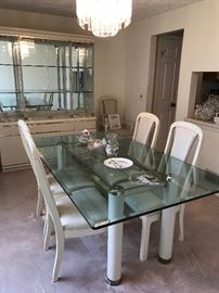 Broyhill Dining Suite