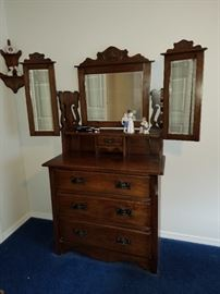 Wow! This is a excellent Antique 'Wing Mirror' Vanity Dresser.