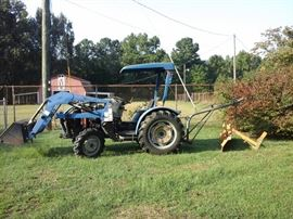 LENAR TRACTOR APPROXIMATELY 500 HOURS. WITH KOYKER 140  LOADER. RUNS GREAT TAKING BIDS. STARTING BID $2500.00. Bidding will end at 4:00 pm Saturday. High Bidder will be called after 4 :00 PM Saturday.