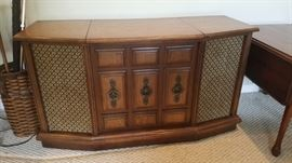Turn Table Stereo/ Credenza
