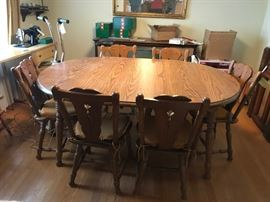 #5oak laminate round/oval  dining table w 2 leaves and 6 chairs $125.00