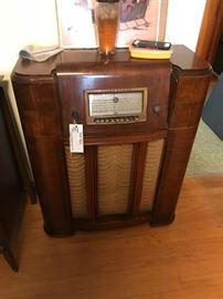 #2tube radio Silvertone  $275.00