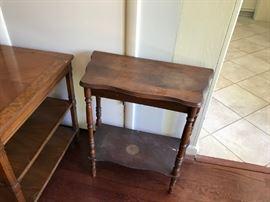 #41/2 end table  w shelf 24x12x11 $45.00