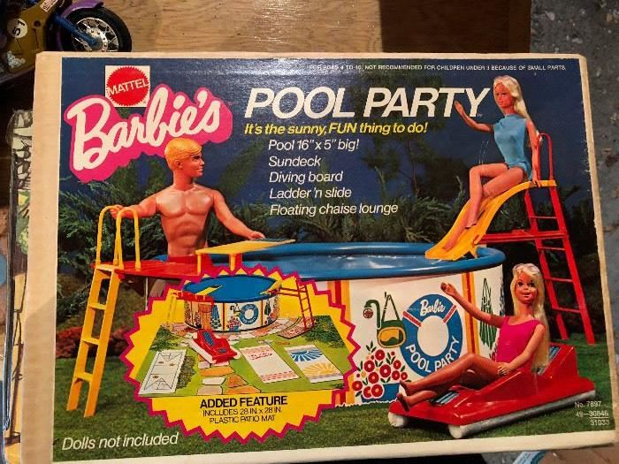 Barbies Pool Party