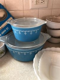 Vintage Pyrex Blue Snowflake Garland Big Bertha 664 4 Qt Casserole Dish W Lid and smaller one