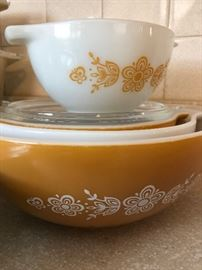Set of Four Vintage PYREX Butterfly Gold Nesting, Mixing Bowls # 401 402 403 404