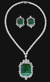LOT990 RARE COLUMBIAN EMERALD  DIAMOND SET