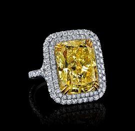 LOT568 FANCY YELLOW DIAMOND RING