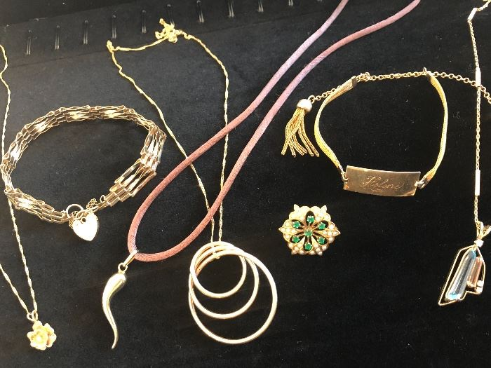 Very nice selection of gold pieces